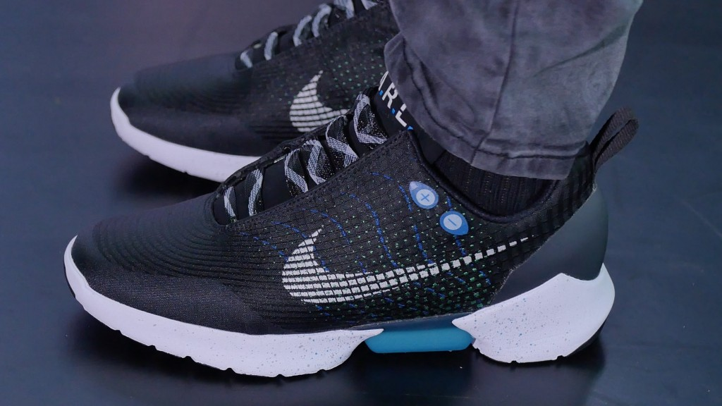 buy popular 86158 0c6b9 Nike presentó las HyperAdapt 1.0, las zapatillas que se atan solas ...